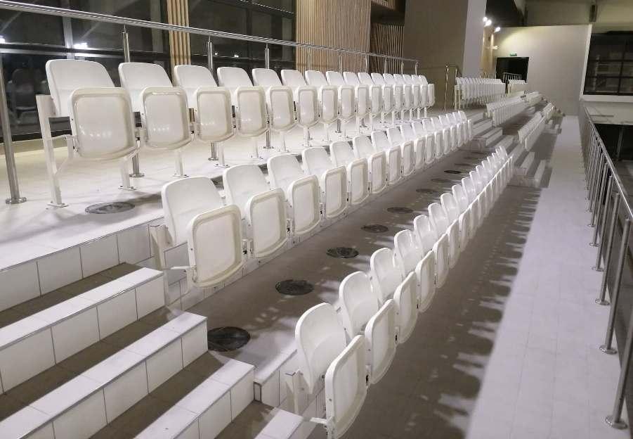 siedziska stadionowe prostar na basenie