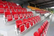 czerwone składane siedziska stadionowe olimp prostar